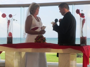 Sherri Gille and Richard Lambert got married at the Moon Palace in Riviera Maya