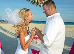 Stefanie and Shawn are married at the Sandos Playacar