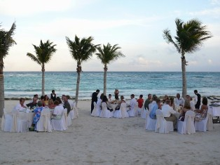 Imagine this beautiful outdoor wedding reception