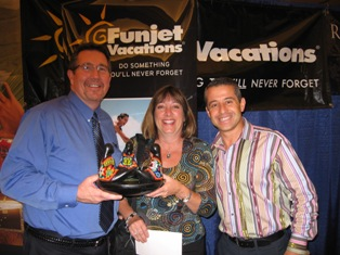 Gayle Zielke wins the Funjet Fun Award!
