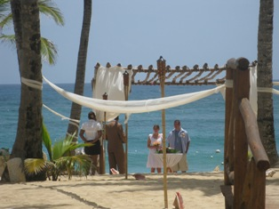 Plan your Destination Wedding trip with a specialist!